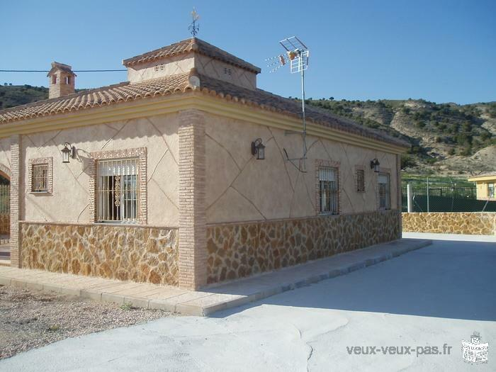 CHALET AND HOUSES WITH LAND BETWEEN MURCIA AND ALICANTE SPAIN