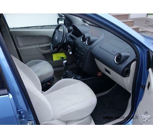 Ford Focus 1.8 TDdi 90ch Ambiente Pack 5p berline bleu, 5 cv, 5 portes