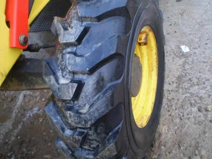 Tracto pelle New Holland LB 110 B