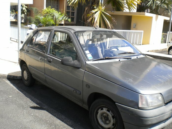 URGENT: CLIO 1 BON éTAT 900 €