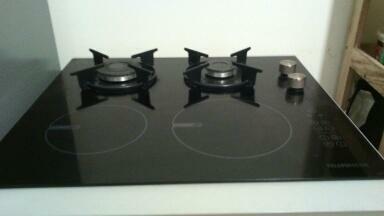 Vend four électrique - plaque de cuisson combiné 2 feux gaz - 2 feux induction électrique tout neuf