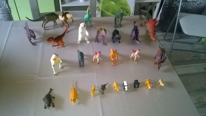27 statues de Dinosaures