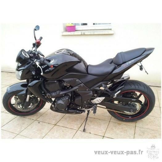 Moto Kawasaki noir Z 750