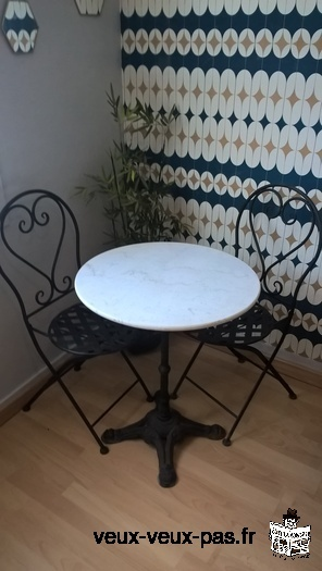 TABLE BISTROT MARBRE + 2 CHAISES